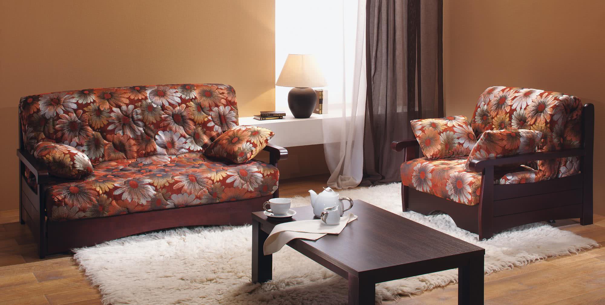 Диван и кресло аккордеон в гостиной